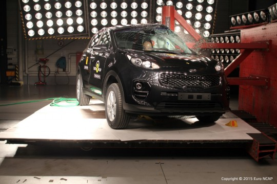 Kia_Sportage_2015_Pole (Medium)
