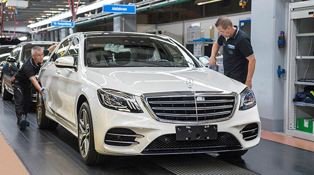 Endmontage der neuen S-Klasse im Mercedes-Benz Werk Sindelfingen//The final assembly of the new S-Class at the Mercedes-Benz plant in Sindelfingen.