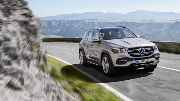 Mercedes-Benz GLE, Exterieur: mojavesilber, Interieur: Leder Rough espressobraun/magmagrau, Zierelemente Holz Walnuss braun offenporig;Kraftstoffverbrauch kombiniert: 9,6 – 8,3 l/100 km; CO2-Emissionen kombiniert: 220 - 190 g/km (vorläufige Daten)*  Mercedes-Benz GLE, exterior: mojave silver, interior: rough leather espresso brown/magma grey, brown open-pore walnut wood trim;Fuel consumption combined: 9.6 – 8.3 l/100 km; Combined CO2 emissions: 220 - 190 g/km (provisional data)*